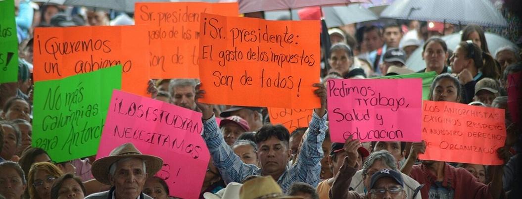 Priistas de Antorcha Campesina sabotean acto de Obrador en Puebla