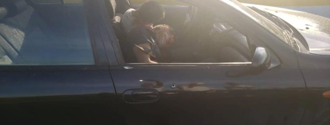 Ejecutan dos hombres a bordo de auto sobre la Autopista del Sol