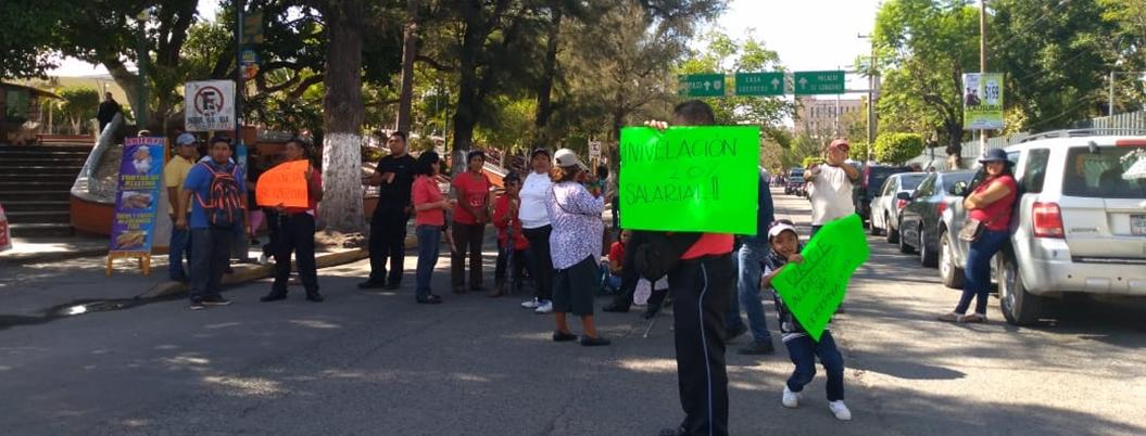 Sindicalizados del Ayuntamiento colapsan Chilpancingo