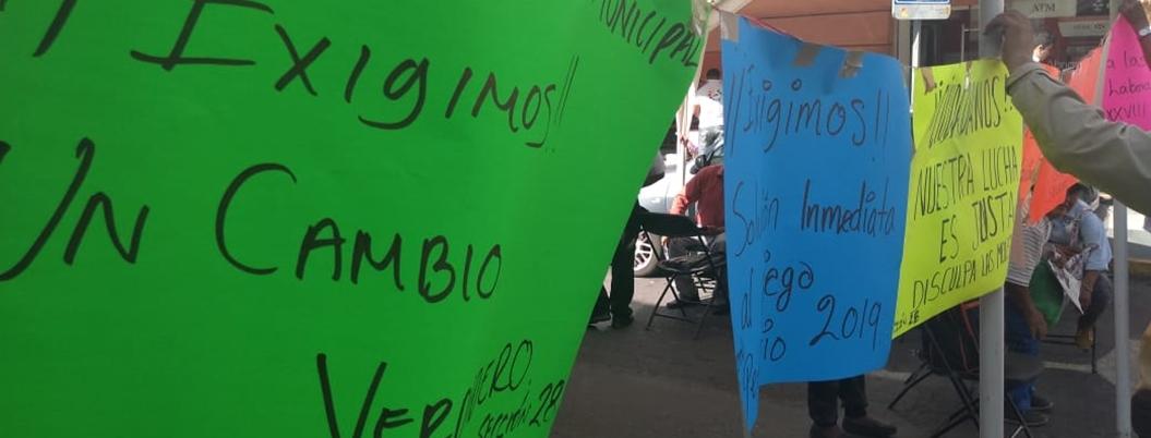 Sindicalizados del Ayuntamiento bloquean calles de Chilpancingo