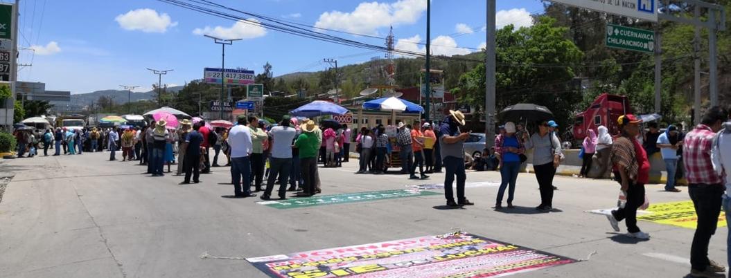 CETEG bloquea Autopista del Sol para exigir bases en Chipancingo