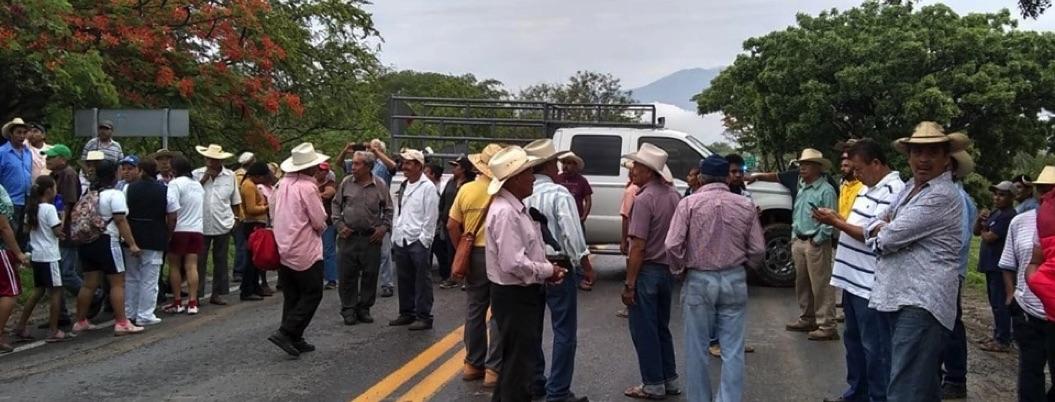 Protestas por retraso en entrega de fertilizante paralizan Guerrero