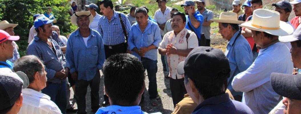 Campesinos retienen al alcalde de Chichihualco por fertilizante