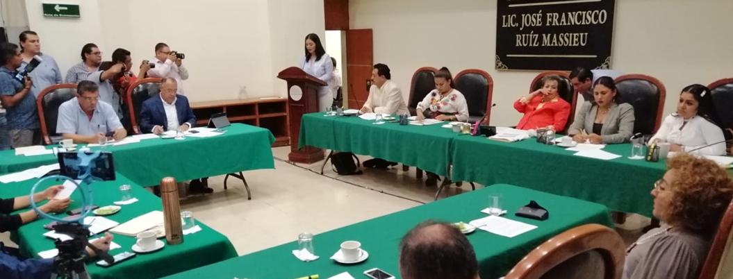 PRI exculpa a Sandoval por crisis de fertilizante; PRD lo tunde