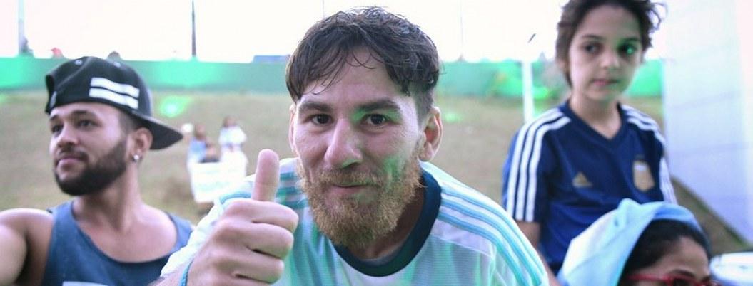 Este brasileño se hizo famoso por ser el doble de Messi; ¿se parece?