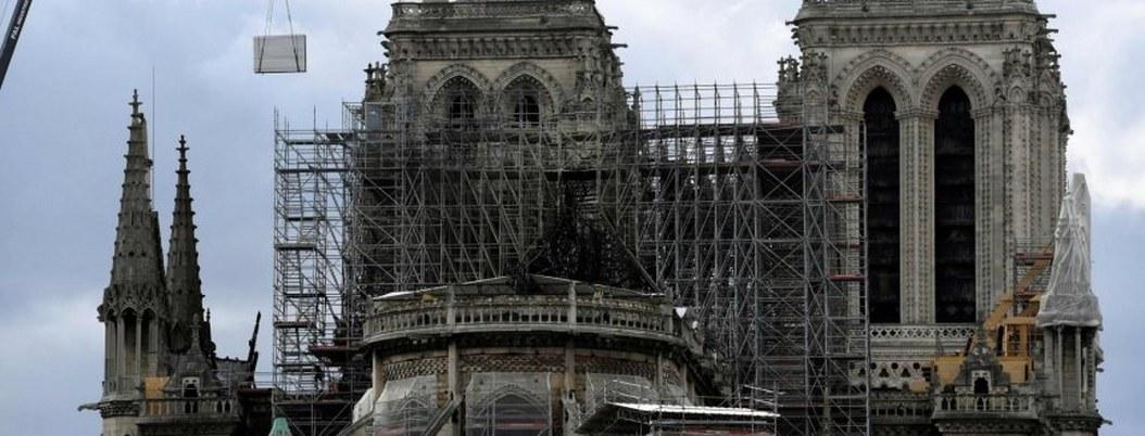 Suspenden obras de restauración de Notre Dame por altos niveles de plomo