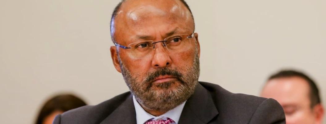 René Juárez se aparta de elecciones del PRI; manda sus bendiciones