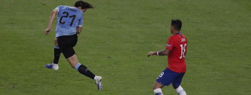 Uruguay clasifica a cuartos de la Copa América con victoria ante Chile