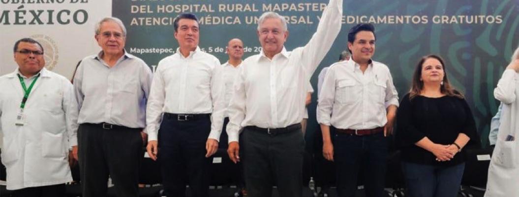 """Obrador se compromete con sector salud: """"no habrá despidos"""", afirma"""