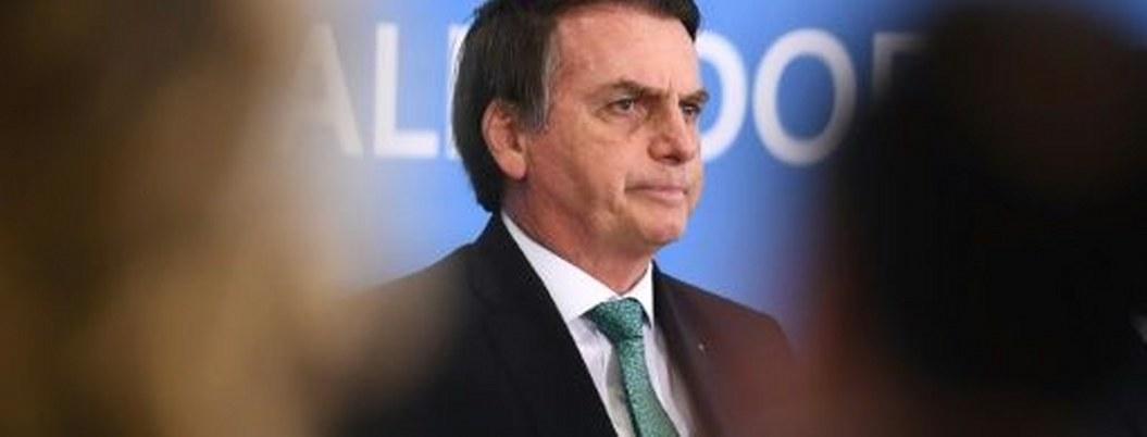 """Bolsonaro advierte que periodista Greenwald """"podría ir preso"""""""