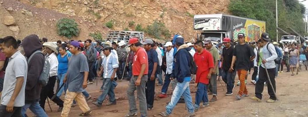 Campesinos se confrontan por bloqueos en La Montaña