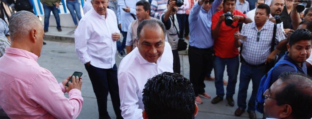 """Astudillo critica """"ley garrote"""", pero ordena desalojos violentos"""