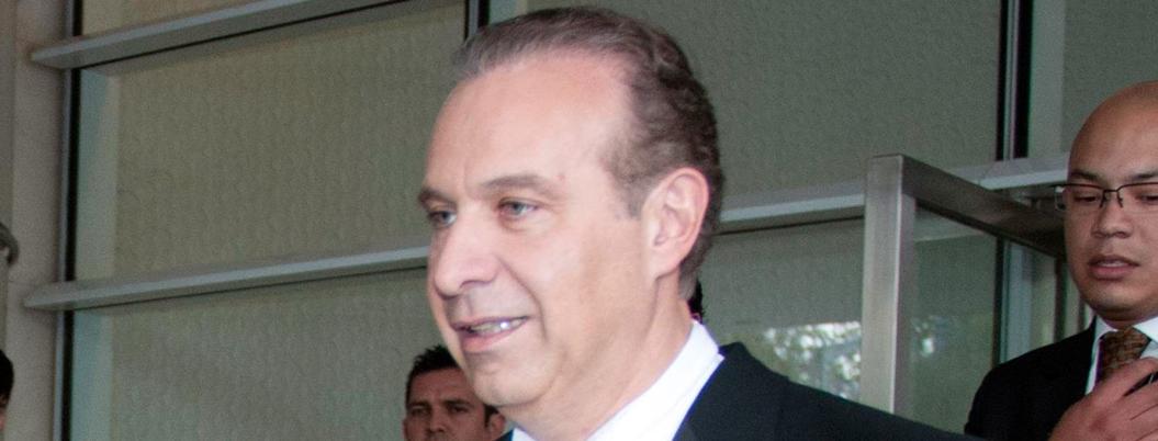 Peña exoneró a su abogado consentido, Collado, y le devolvió 83 mdd