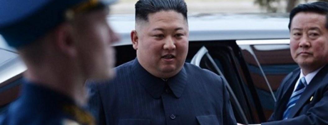 Kim inspecciona nuevo submarino para presionar diálogo con EU