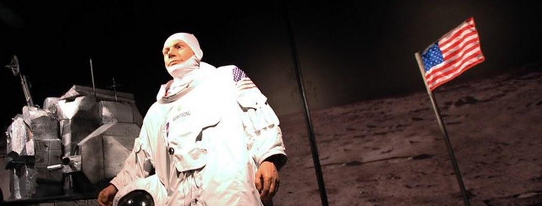 Fracasa subasta de manual usado por Neil Armstrong en la Luna