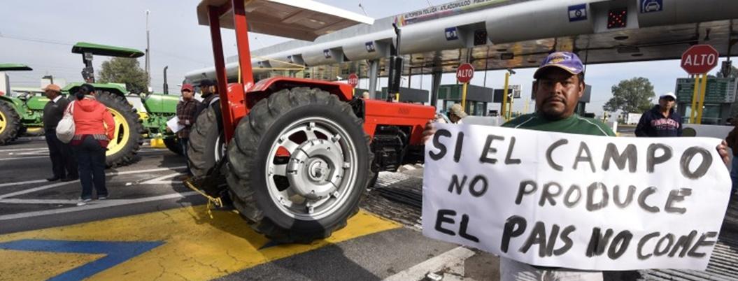 AMLO descubre un Rolex en líder de protestas campesinas