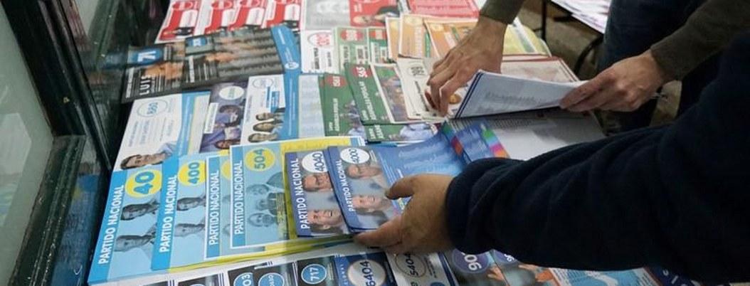 Miles de uruguayos acuden hoy a las urnas en las elecciones internas