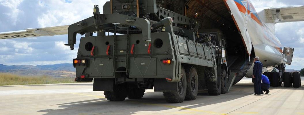 Llega a Turquía quinto avión ruso y sus componentes de sistemas S-400