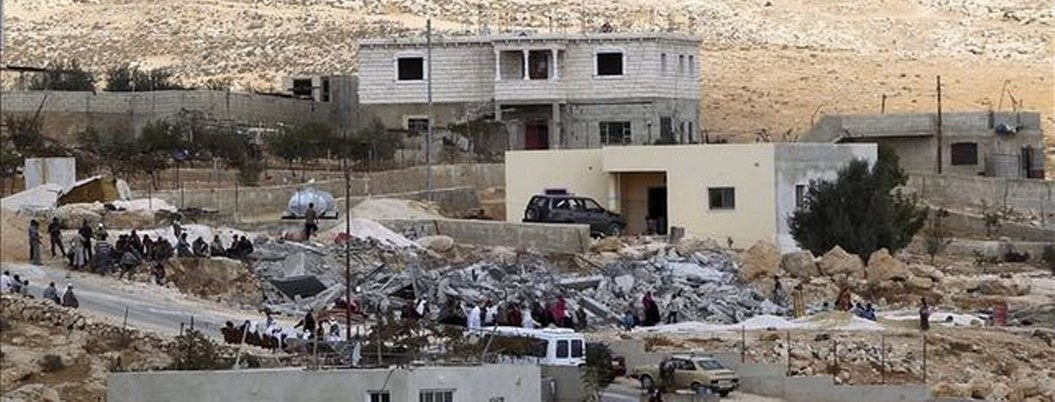 Ejército israelí destruye decenas de viviendas palestinas