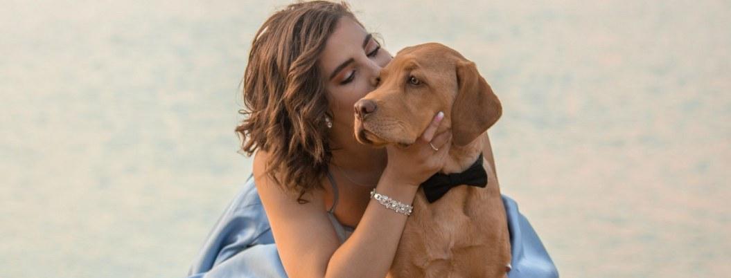 Exmodelo pierde la esperanza de encontrar pareja, se casa con su perro
