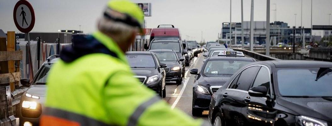 Huelga en transporte público en Holanda genera caos vial