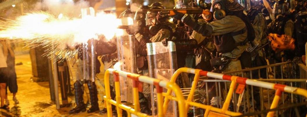 Protestas en Hong Kong: policía dispara gases lacrimógenos y cierra metro