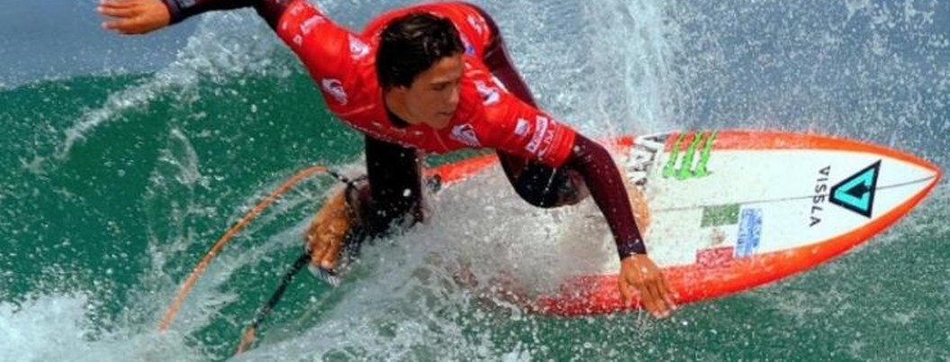 Surfista mexicano Jonathan Prewitt Corzo hace historia en Panamericanos
