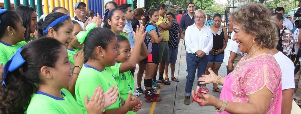 """""""Tequio favorece la convivencia vecinal"""", afirma Adela en deportivo"""