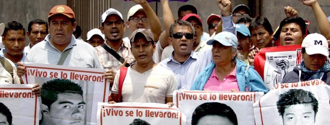 Vocero de los 43 celebra construcción de antimonumento en Acapulco