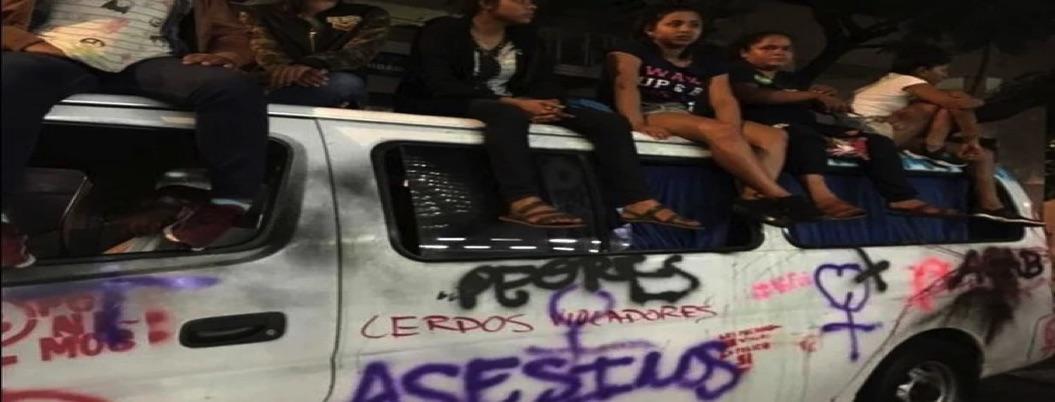 Vandalizan van de feministas de Guerrero en CDMX: infiltrados, acusan