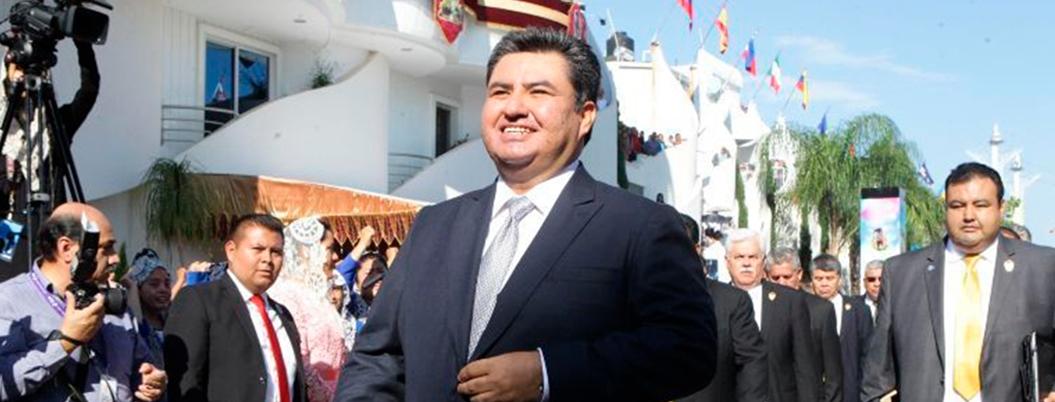Joaquín Naasón, un iluminado repleto de dinero y lujos