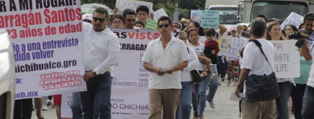 Marchan cientos por otro joven desaparecido en Chilpancingo