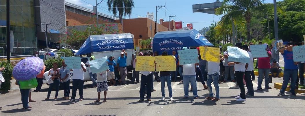 Organizan narcobloqueo por detención de extorsionadores en Acapulco