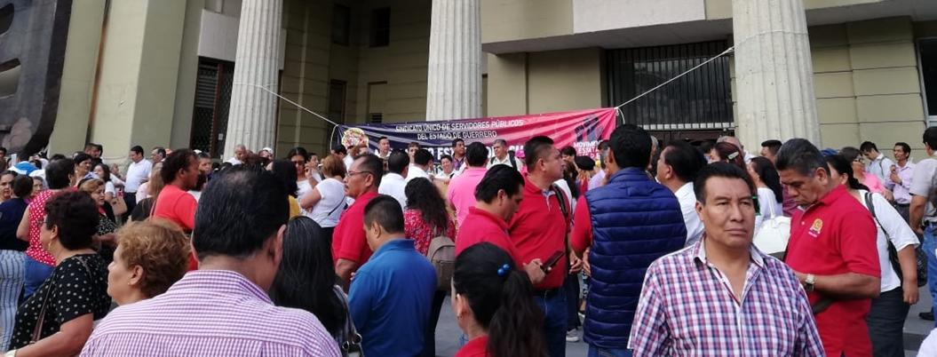 SUSPEG también toma Ayuntamiento de Chilpancingo