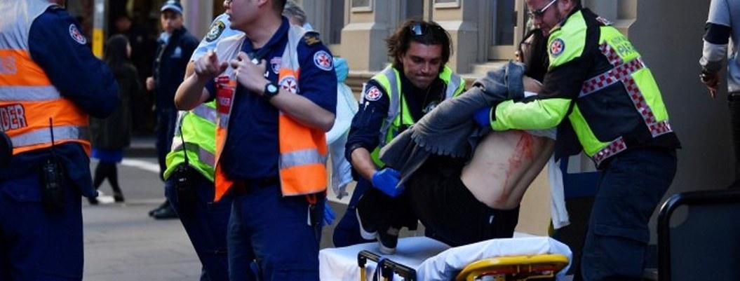 Joven ataca con cuchillo en el centro de Sydney; hay una mujer muerta