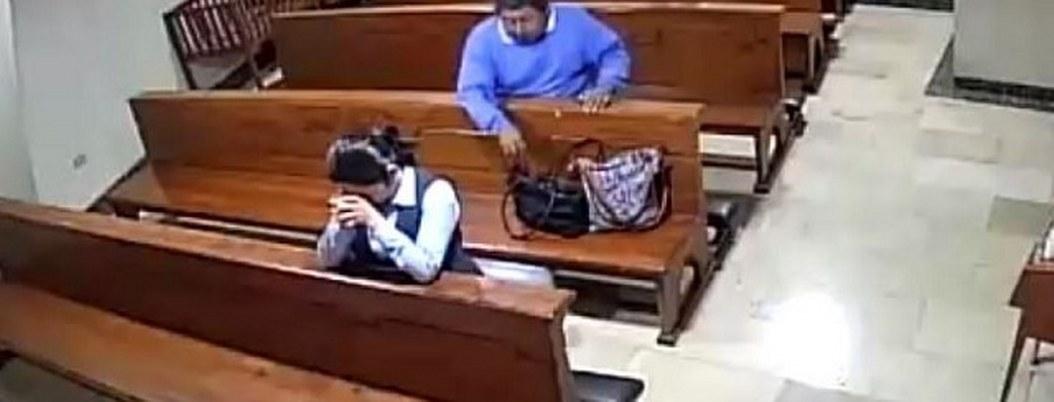 Cámara capta a ladrón dentro de iglesia; fingía que rezaba para robar