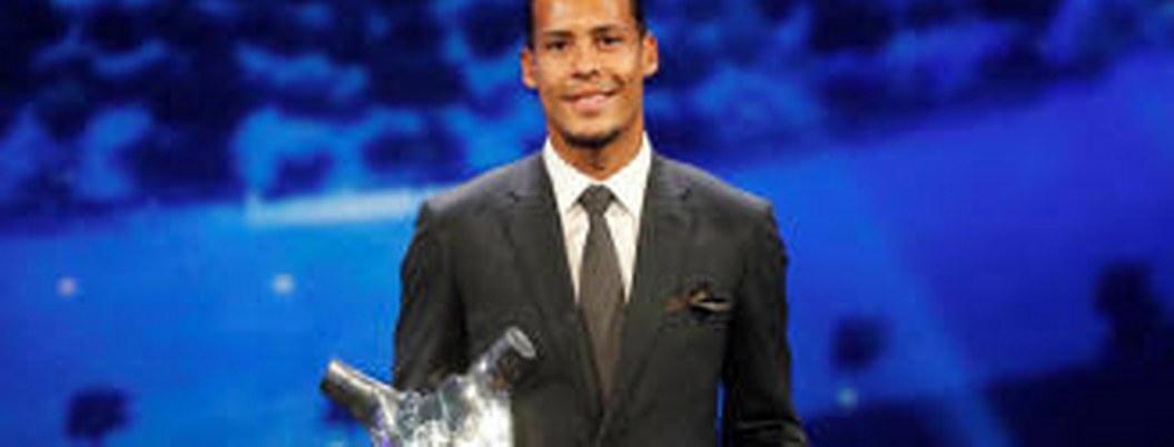 Virgil van Dijk, recibe el premio al Mejor Jugador del Año