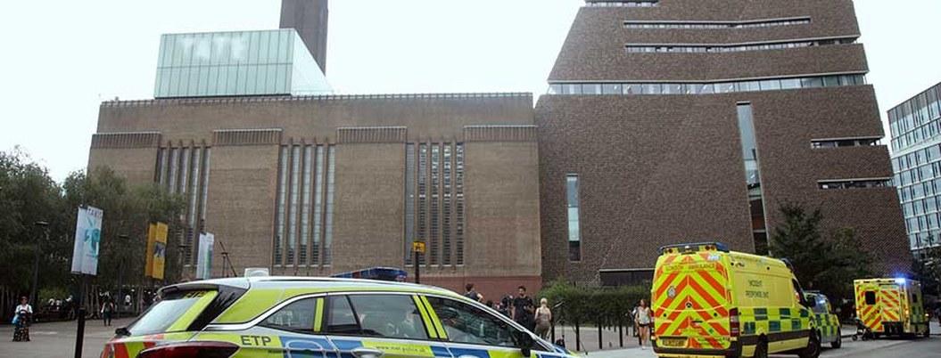 Arrestan a adolescente por lanzar a un niño de 6 años de un décimo piso