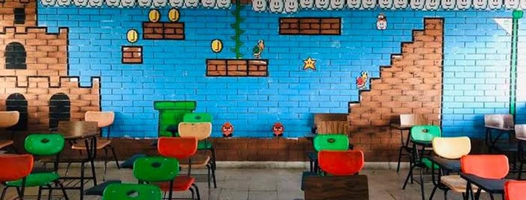 """""""Profe"""" se populariza por decorar su salón como juego de Mario Bros"""