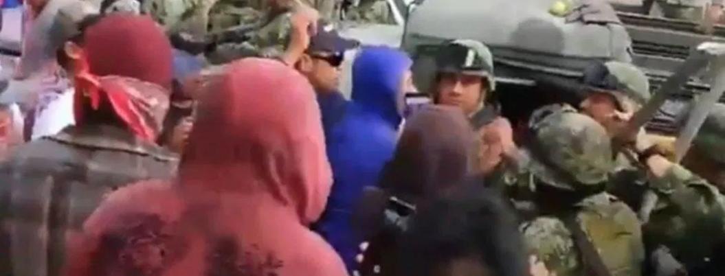 Pueblo rechaza amor y paz de AMLO; agreden a militares en Acajete
