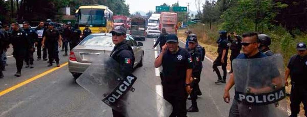 Pobladores retuvieron a cinco policías en Capácuaro, Michoacán