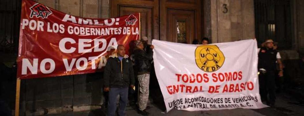 Comerciantes no entienden razones y mantienen bloqueo en Palacio Nacional