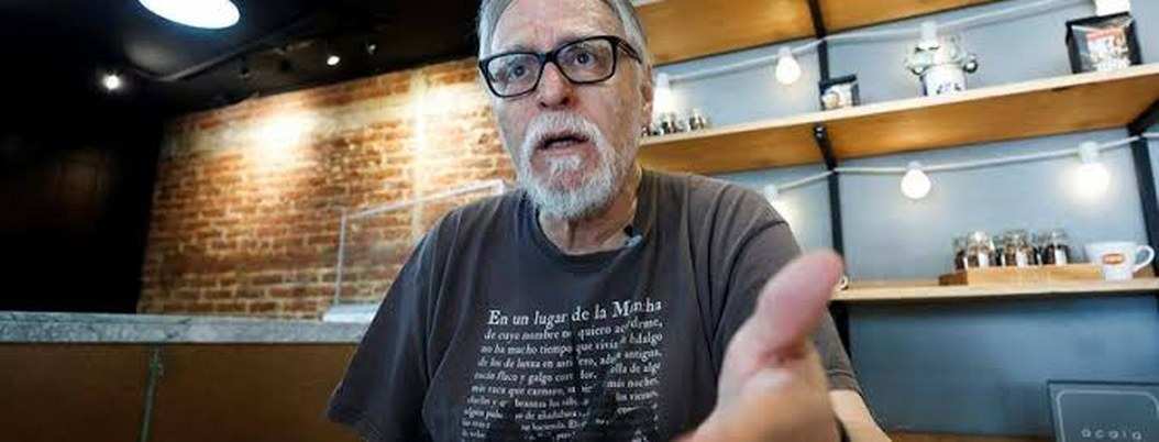 """David Huerta: """"en México se lee más poesía de lo que se cree"""""""