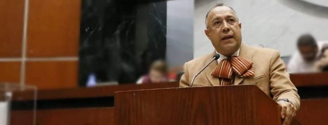 Congreso congela iniciativas urgentes y aprueba una patética de Huicochea
