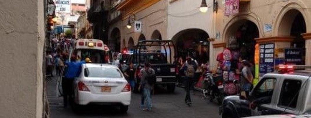 Matan a dos y hallan droga en plaza comercial del centro de Cuernavaca
