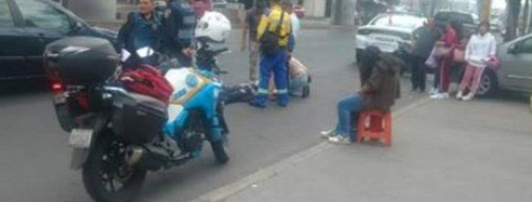 Ladrones asaltan y lanzan a pasajeros de microbús en movimiento