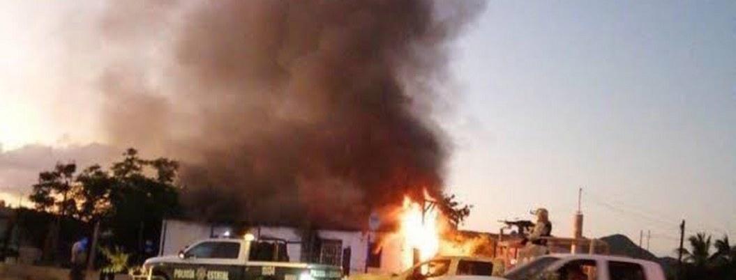Comando armado ataca vivienda en Sonora; la incendia con 2 niños dentro