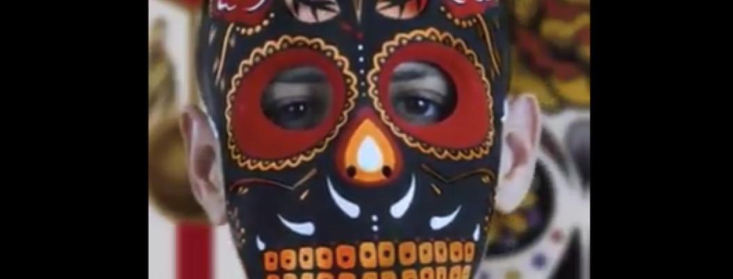 Chicharito disfrazado pone color mexicano a estas fechas en Sevilla