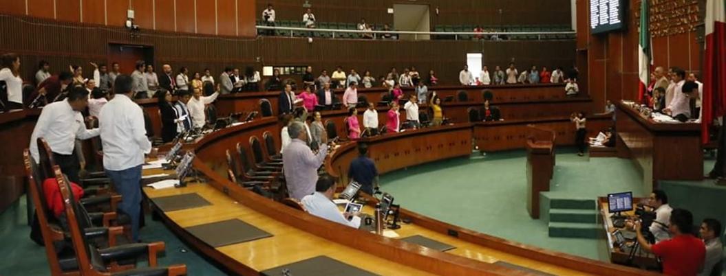 Congreso de Guerrero avala consulta y revocación de mandato