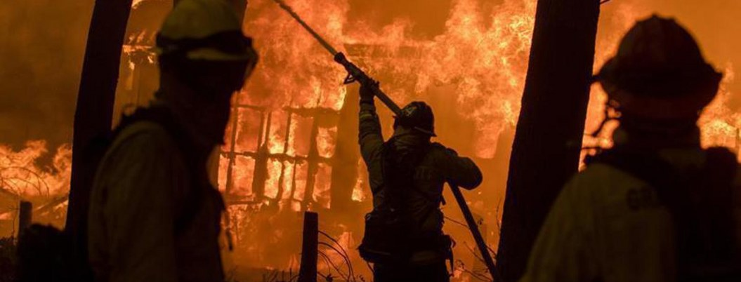 Incendios forestales obligan a desalojar a miles en California